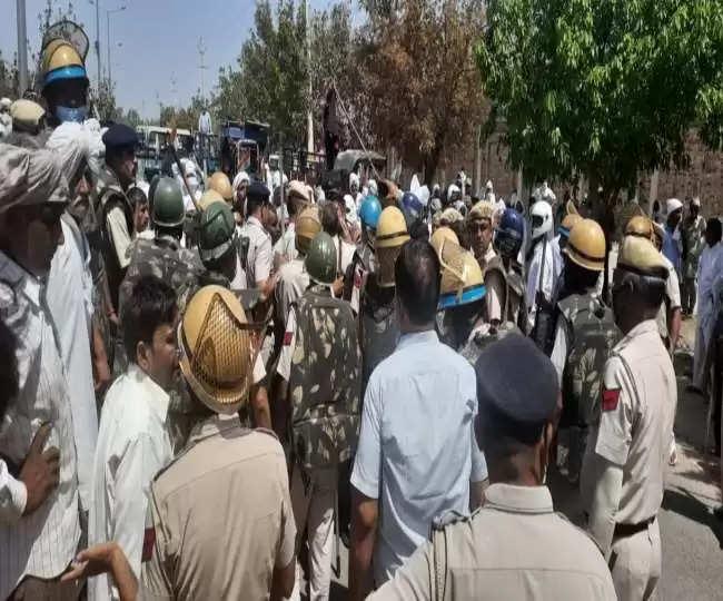 Rohtak में सीएम मनोहर लाल का विरोध, हेलीपैड के पास पहुंचे किसान, पुलिस ने किया लाठीचार्ज