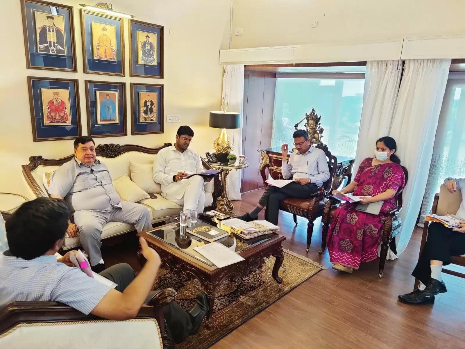 उपमुख्यमंत्री ने खरीफ फसल खरीद की तैयारियों को लेकर अधिकारियों के साथ की बैठक