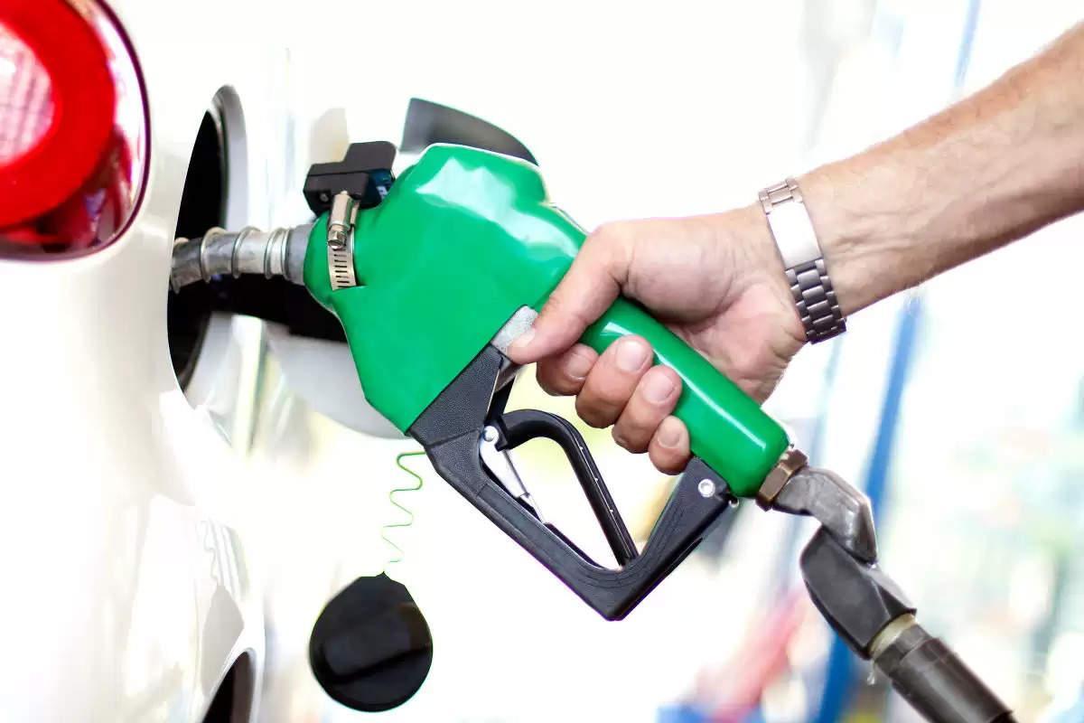 Petrol-Diesel ने आम आदमी को रुलाया, लगातार दूसरे दिन बढ़े दाम, जानिए आज के रेट ?