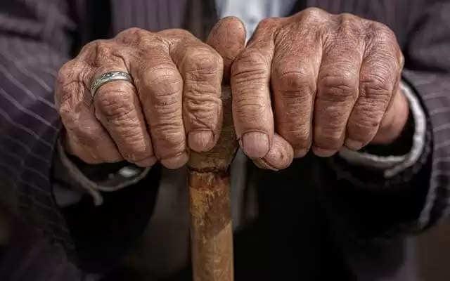 हरियाणा में बुजुर्गों को फिर मिल सकती है सौगात, बढ़ सकती है पेंशन