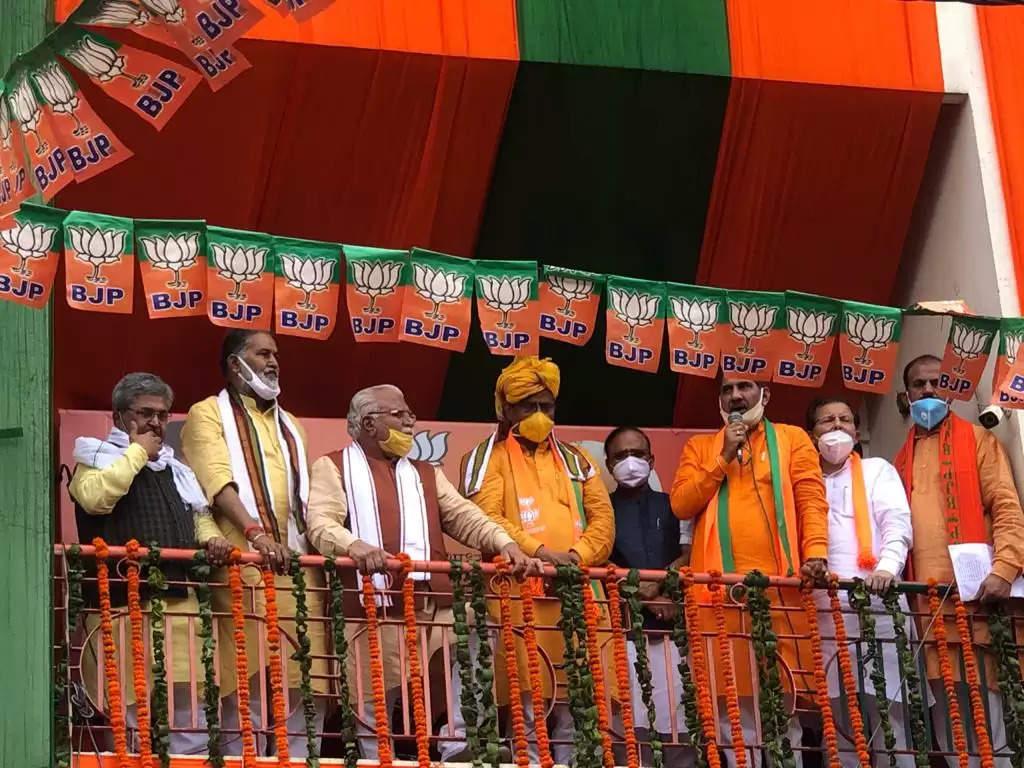 भाजपा के नए प्रदेश अध्यक्ष ओपी धनखड़ की हुई ताजपोशी, देखें तस्वीरें