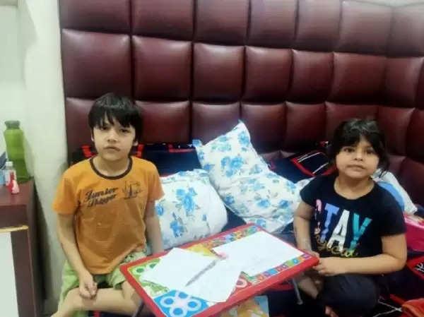 कोरोना वायरस को हराकर अपने घर लौटे दो छोटे भाई-बहन, अस्पताल में स्टाफ ने गिफ्ट देकर किया विदा