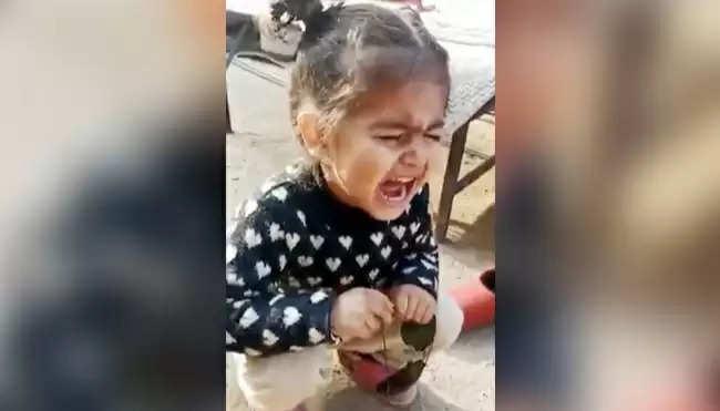 बिलख-बिलखकर रोती हुई बच्ची बोली- मुझे पति के पास जाना है, मां ने दिया ऐसा रिएक्शन