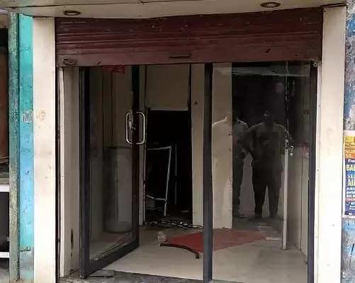 रोहतक में ATM ही उखाड़ ले गए चोर, सीसीटीवी कैमरों पर डाली काली स्प्रे