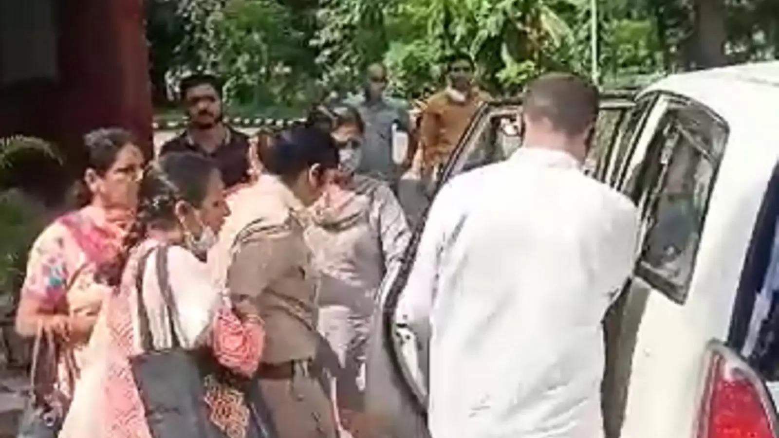 महिला सब इंस्पेक्टर रिश्वत लेते गिरफ्तार, FIR में गलती से लिखा था नाम, फिर भी मांगी रिश्वत