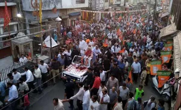 फरीदाबाद में सीएम ने किया रोड शो, भीड़ देखकर गदगद हुए सीएम खट्टर