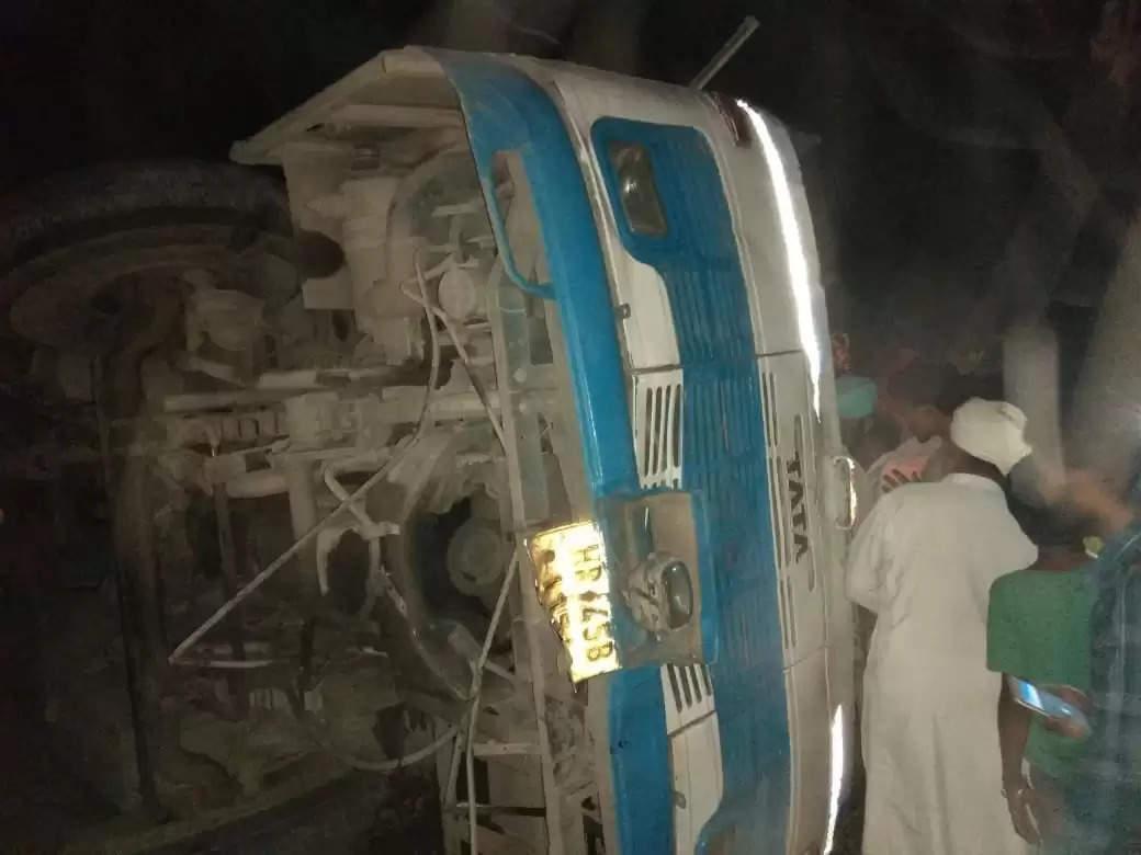 हरियाणा रोडवेज की बस अनियंत्रित होकर पलटी, दो यात्रियों की मौत, 40 घायल