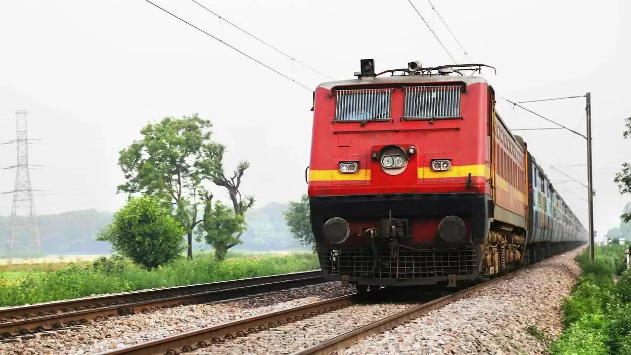 रेल यात्रियों को बड़ी राहत, आज से पटरी पर दौड़ेगी ये बिना रिजर्वेशन वाली ट्रेनें, देखिए लिस्ट