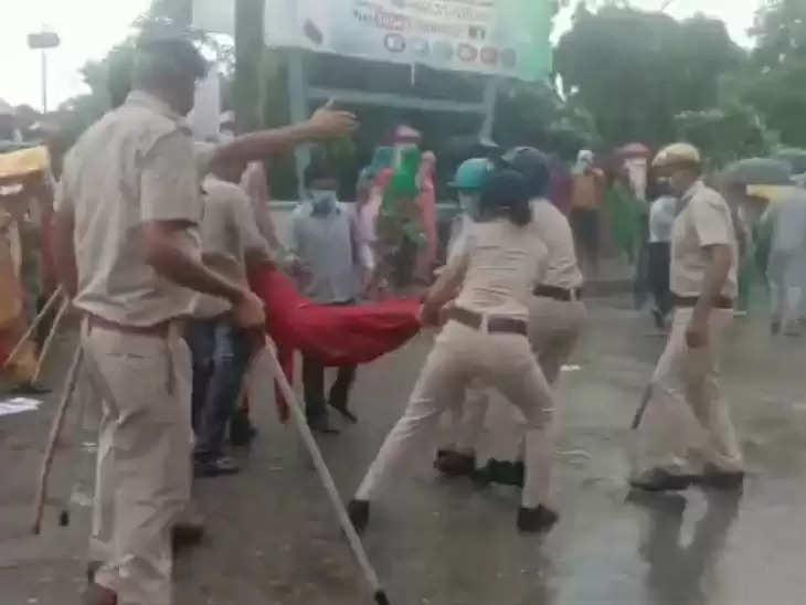 3 बच्चों की हत्या मामले में न्याय दिलाने के बजाए पुलिस ने परिजनों को बरसाई लाठियां, कई लोग जख्मी