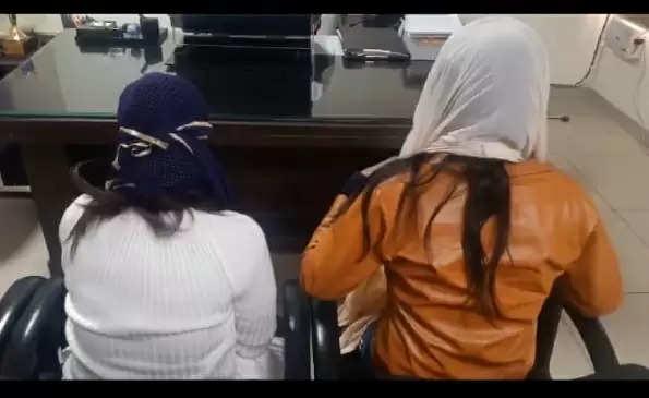 आश्रम में सेवा करने आई थी दो युवतियां, बाबा ने बना लिया हवस का शिकार