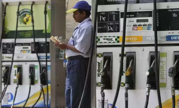 तेल के दामों में लगातार बढ़ोत्तरी, 14वें दिन भी पेट्रोल 51 डीजल 61 पैसे प्रति लीटर महंगा