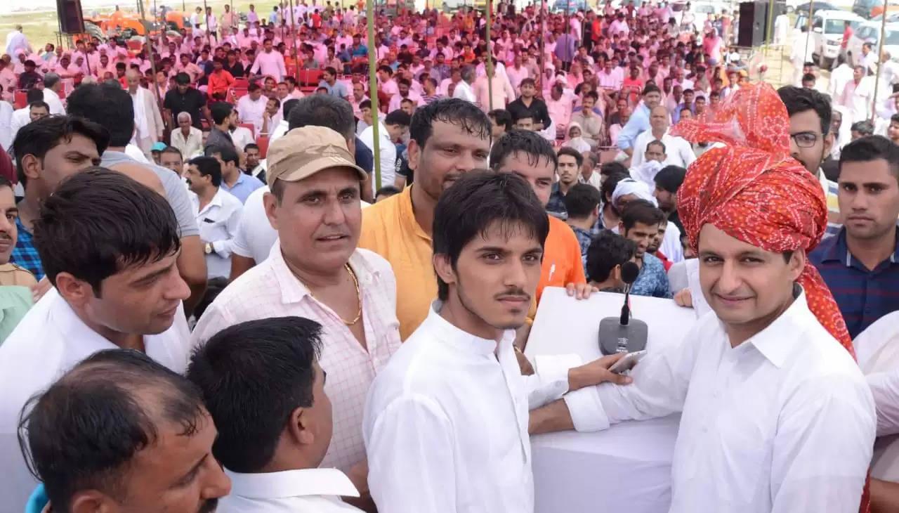 किसानों के समर्थन में उतरे सांसद दीपेंद्र हुड्डा, जल्द से जल्द मुआवजा जारी करने की मांग