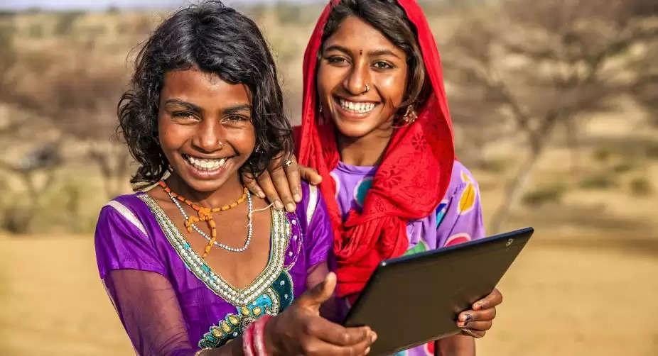 हरियाणा में छात्रों को मुफ्त टैबलेट वितरित करने की प्रक्रिया शुरू, अब ऑनलाइन होगी पढ़ाई
