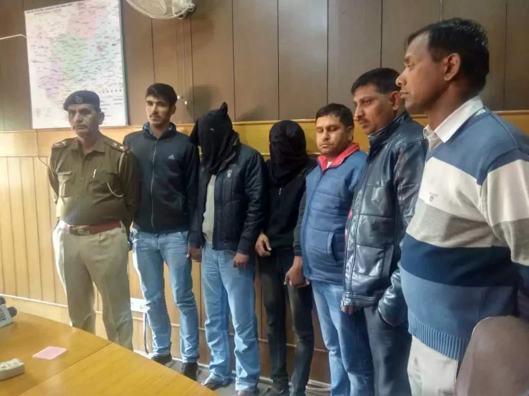 तीन लोगों के मिले थे बन्द बोरे में शव, दो आरोपी गिरफ्तार