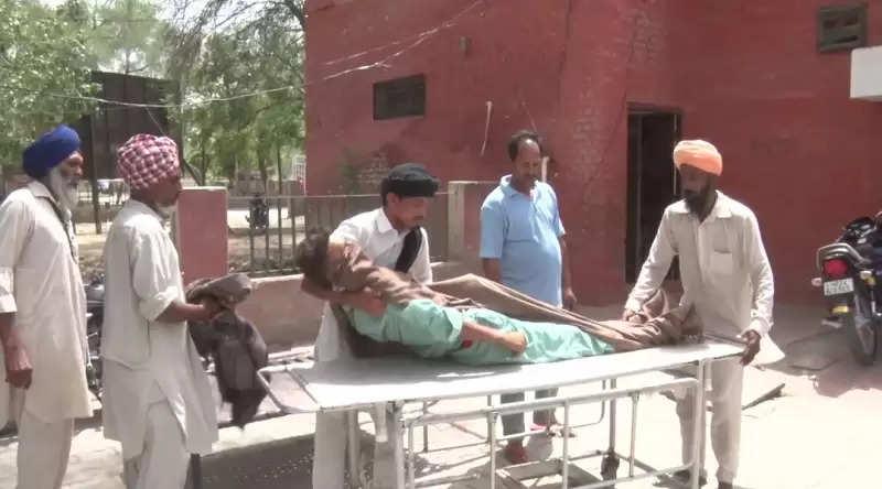 पत्नी पर तेजधार हथियार से किया वार, फिर खुद कर ली आत्महत्या