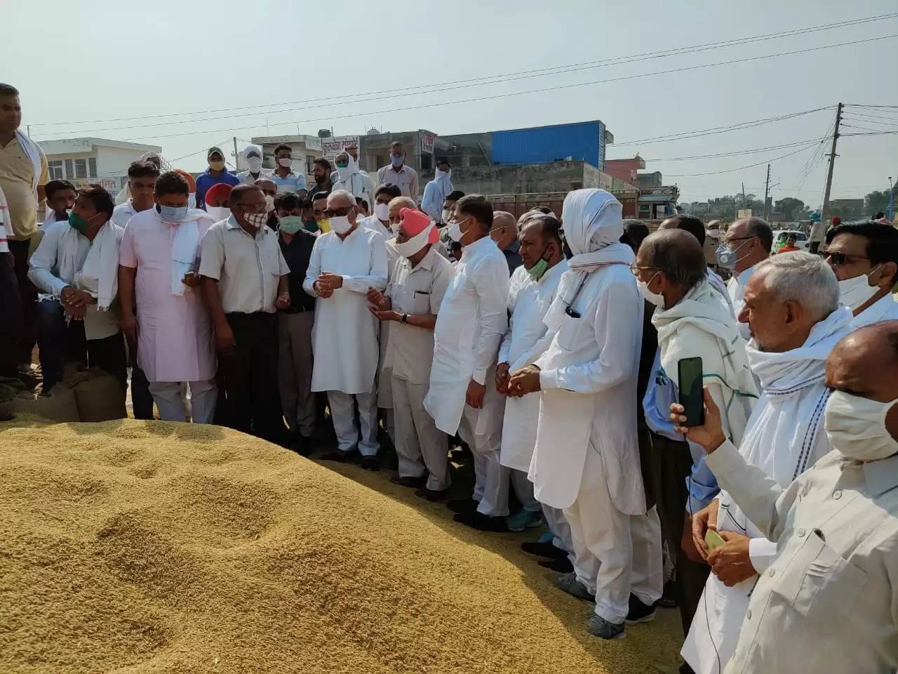 मंडियों में फैली अव्यवस्था और किसानों की परेशानी देखकर सरकार पर बरसे भूपेंद्र सिंह हुड्डा