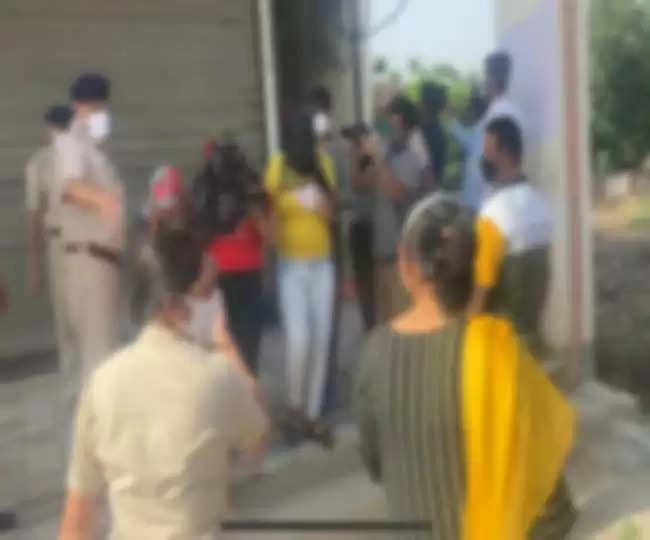 लॉकडाउन में स्पा सेंटर में हो रहा था ये काम, पुलिस ने रेड मार 5 लड़कियों और 3 लड़कों को किया गिरफ्तार